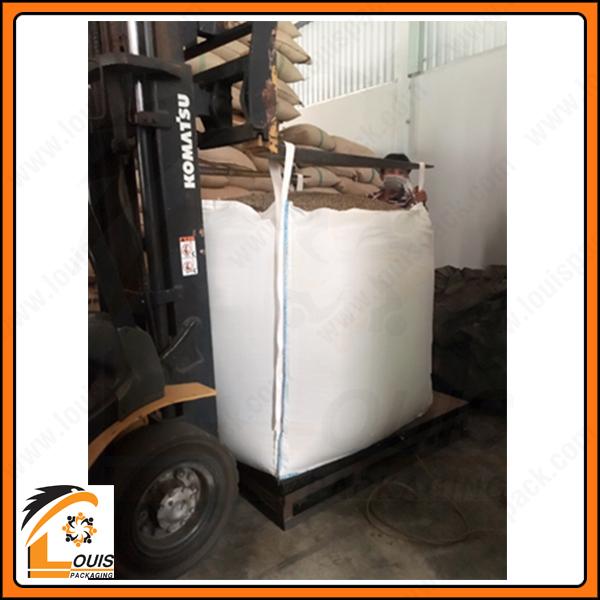 Bao jumbo đựng cà phê lưu kho với tải trọng từ 1 tấn – 2 tấn, bao tái sử dụng nhiều lần