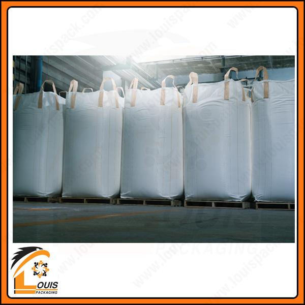 Bao jumbo đựng nguyên liệu thức ăn gia súc thường có kích thước lớn do sản phẩm nhẹ, xổm