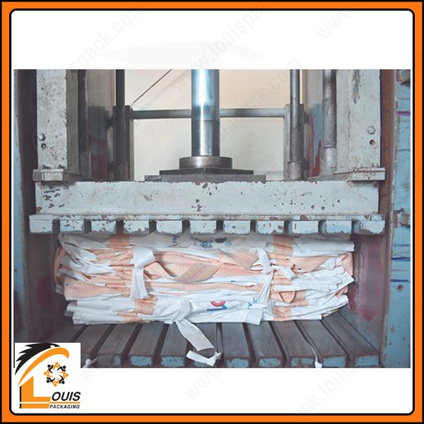 Máy ép kiện bao jumbo, sau khi ép kiện bao sẽ được may bọc bên ngoài để đảm bảo sạch sẽ